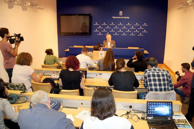 Imatge general de la sala on el president de la Diputació de Lleida, Joan Reñé