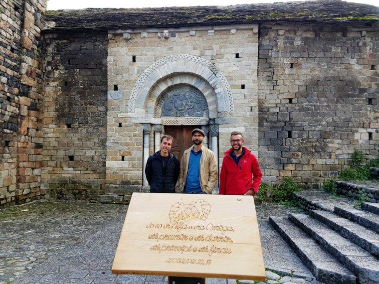 L'alcalde de Bossòst, Amador Marqués, amb els responsables del projecte Natura i Espiritualitat