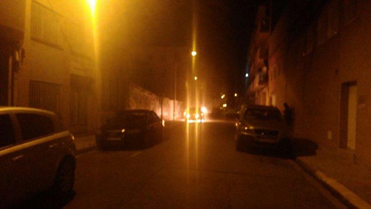 Una altra imatge d'un dels cotxe en flames