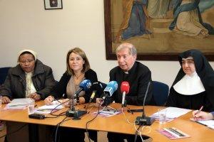 El bisbe de Lleida, Salvador Giménez, amb l'alcaldessa d'Aitona, Rosa Pujol