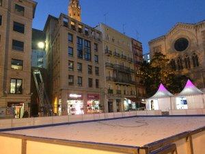 Imatge de la instal·lació de la pista de gel a Lleida