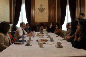 Imatge de la trobada del subdelegat del govern espanyol a Lleida, José Crespín, amb entitats i associacions feministes i a la qual ha declinat assistir el grup de Dones de Lleida