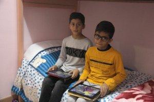 Pla americà de dos dels fills de la família de refugiats sirians