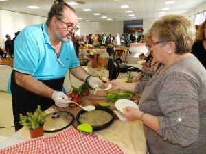 Un participant a les jornades gastronòmiques d'Almenar