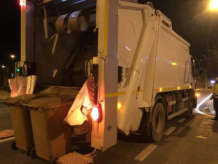 El camió de la recollida de residus d'Almenar