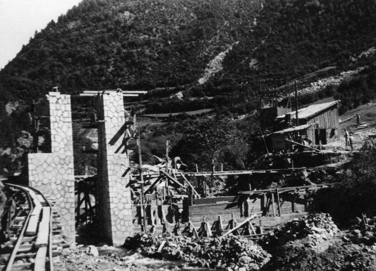 Imatge del 1948 de la central de Senet