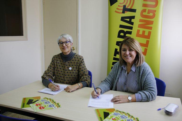 Imatge del moment de la signatura