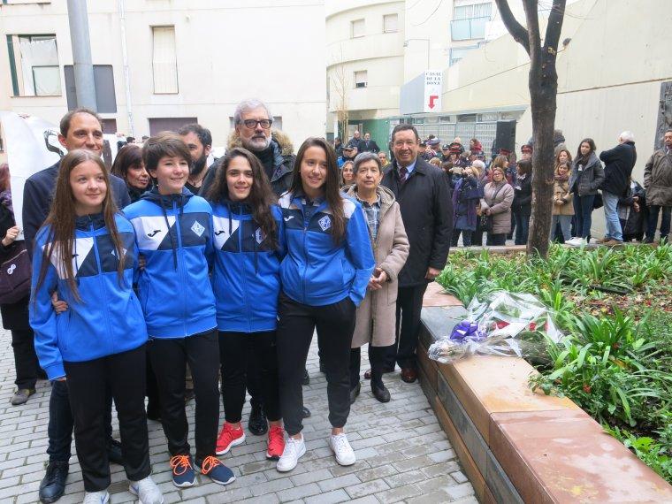 Unes joves de l'AEM que van participar en l'acte