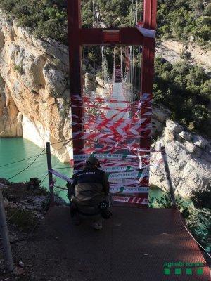 Imatge de la passarel·la precintada