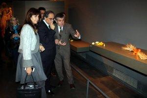 Imatge del president de la Generalitat, Quim Torra, amb la consellera de Cultura, Laura Borràs, i el director del Museu de Lleida, Josep Giralt