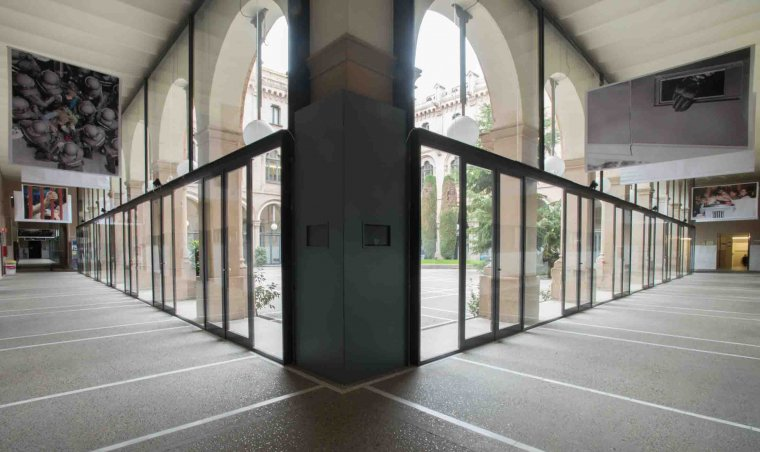 Imatge d'algunes de les fotografies sobre l'1-O que es poden veure a l'edifici del Rectorat de la Universitat de Lleida