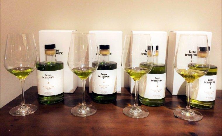 Imatge d'ampolles de la nova marca d'oli d'oliva verge extra de qualitat Suo Tempore