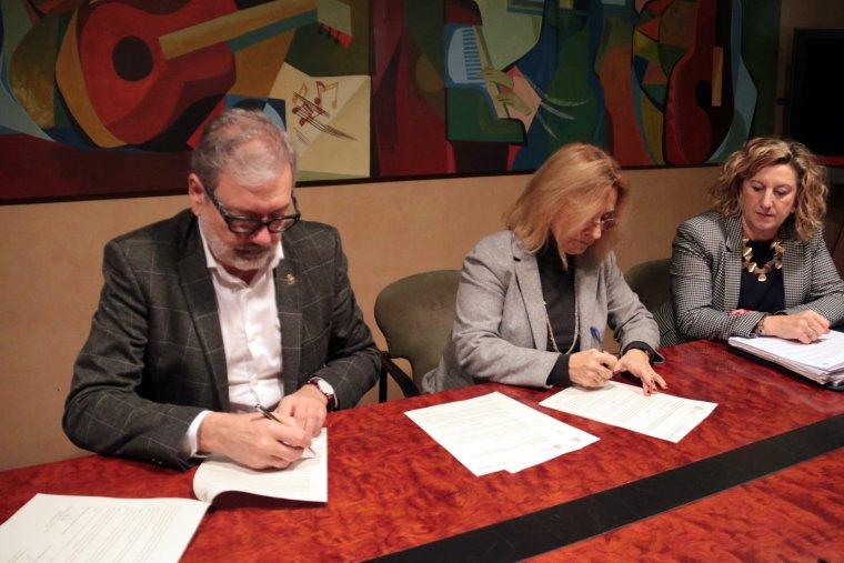 Imatge de l'alcalde de Lleida, Fèlix Larrosa, amb la delegada estatal d'Economia i Hisenda a Lleida, Marta Quintián
