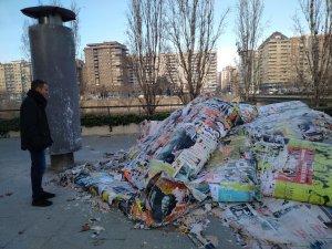 Imatge dels anuncis retirats al carrer Jaume II de Lleida