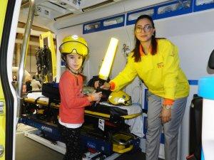 Imatge d'un nen a una ambulància