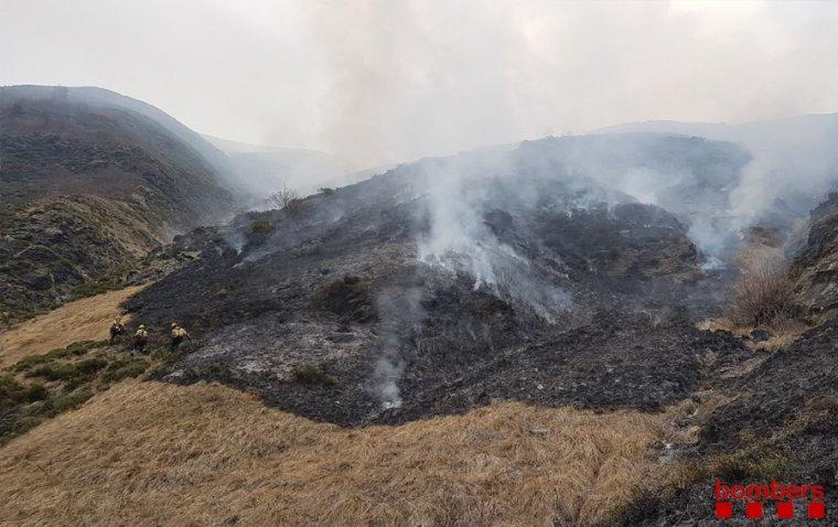 Els foc ha calcinat unes 240 hectàrees de pastures.