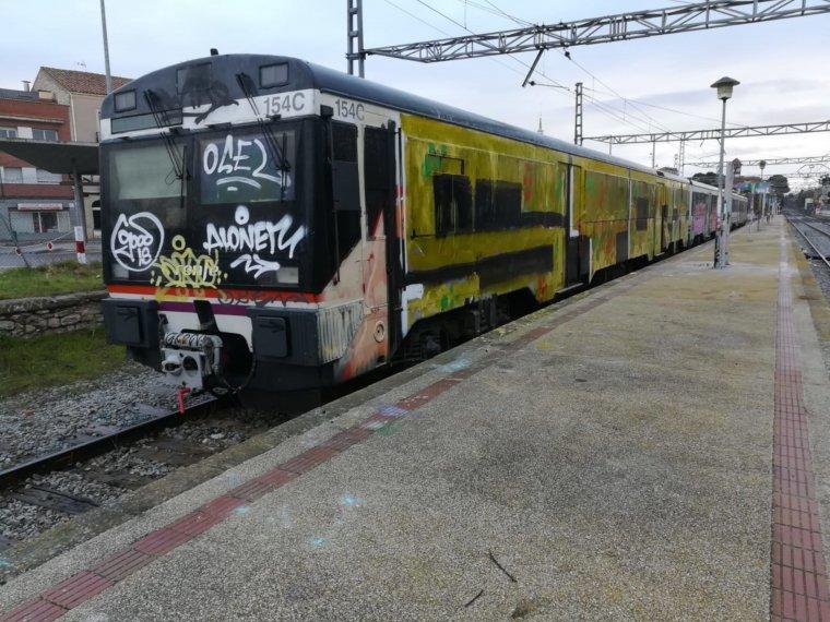 Tren amb grafitis