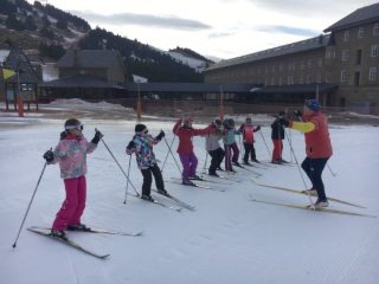 Sessió d'esquí de nens a la Vall de Núria