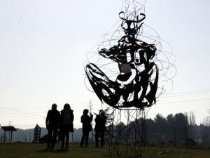 Imatge de l'escultura 'Supernova' de l'escultor Miguel Angel González que forma part del parc escultòric d'Almacelles