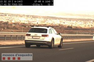 Imatge del control per radar d'un cotxe circulant a 212 km/h per l'A-14 a Torrefarrera
