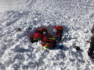 Els Pompièrs rescatant esquiadors