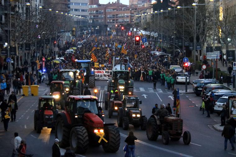 Tractors encapçalant la protesta d'aquest 21-F.