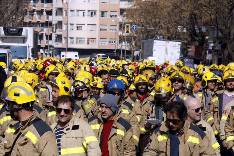 Bombers a la protesta de Lleida