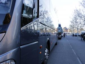 Imatge pla general de la filera d'autobusos