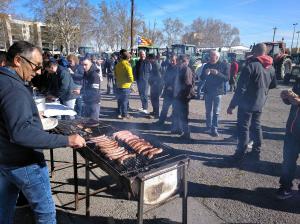 Imatge pla general de l'esmorzar als Camps Elisis de Lleida