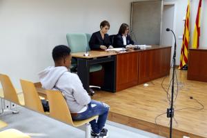 L'acusat de maltractar i abusar dels seus cinc germans a Bellpuig, abans de començar el judici al penal 3 de Lleida