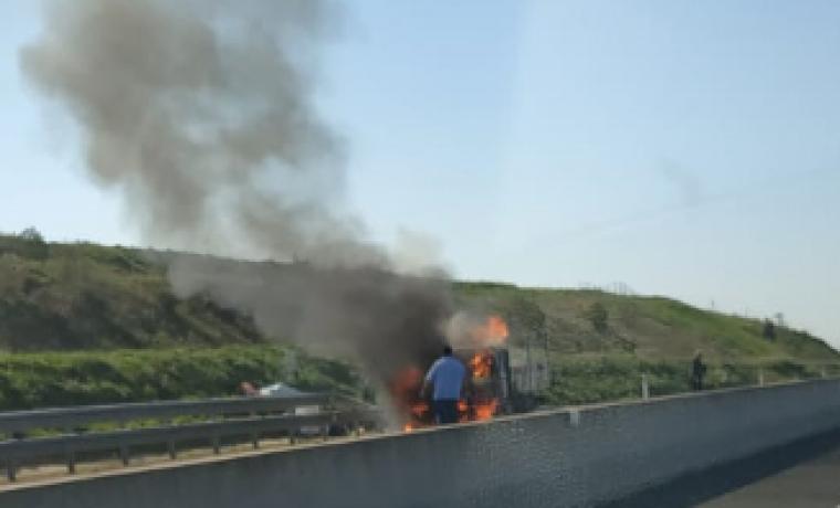 Crema un camió a la carretera A-22.