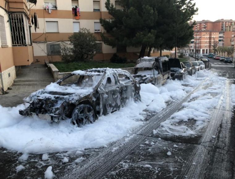 Imatge dels cotxes afectats per l'incendi