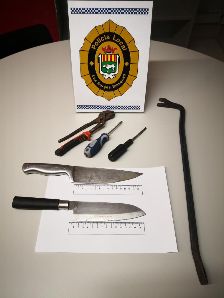 Imatge dels ganivets trobats