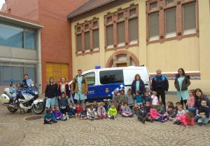 Imatge de la visita de la Urbana a una escola bressol de Lleida