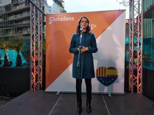 Inés Arrimada anunciant la fatídica notícia.