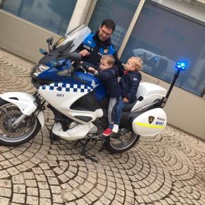 Nens a la moto de la Urbana