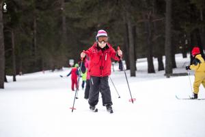 Pla general d'alguns esquiadors practicant la modalitat de nòrdic a l'estació de Sant Joan de l'Erm