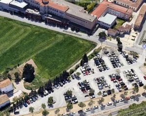 Vista aèria de l'aparcament de l'hospital Santa Maria de Lleida
