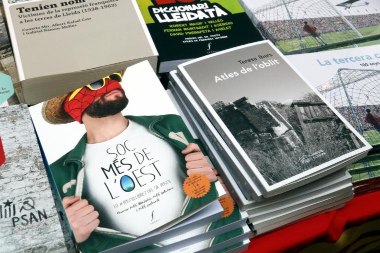 Dos dels llibres que es preveu que siguin dels més venuts per Sant Jordi a Lleida