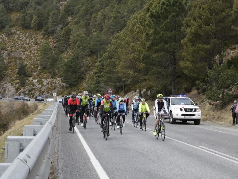 Imatge de l'arribada dels ciclistes andorrans i de La Seu d'Urgell