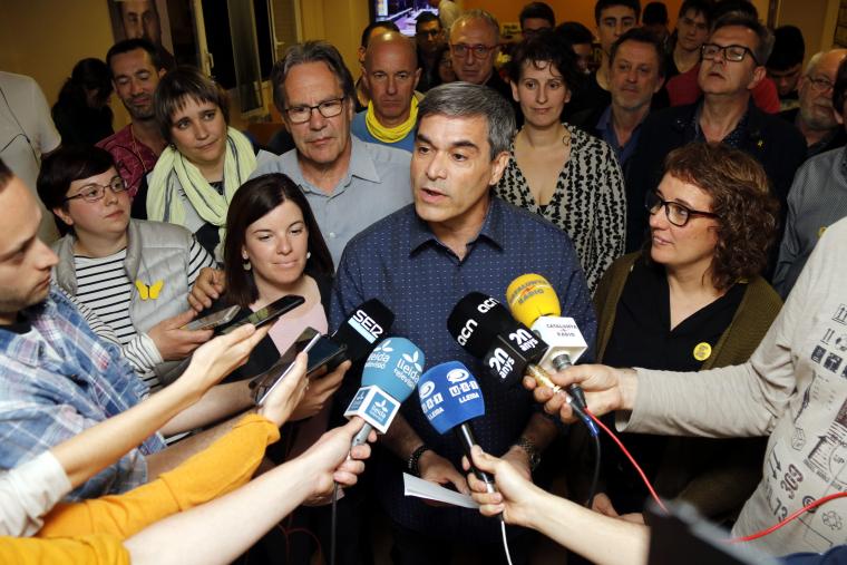 Pla mitjà on es pot veure el candidat d'ERC per Lleida al Congrés, Xavier Eritja