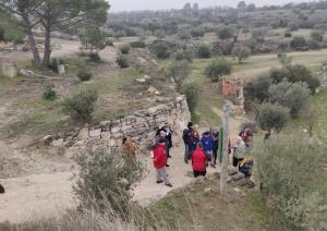 Imatge d'arxiu d'una visita per conèixer la cultura de la pedra seca a les Borges Blanques