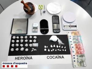 Imatge de l'heroïna i cocaïna comissades pels Mossos
