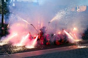 Pla general del correfoc de la Festa Major de Lleida