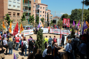 Pla general dels parlaments del final de la manifestació del Primer de Maig