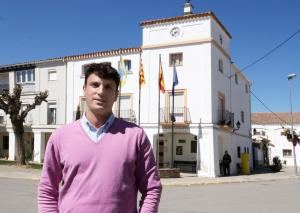 Davant de l'Ajuntament al candidat del PPC a l'alcaldia de Gimenells