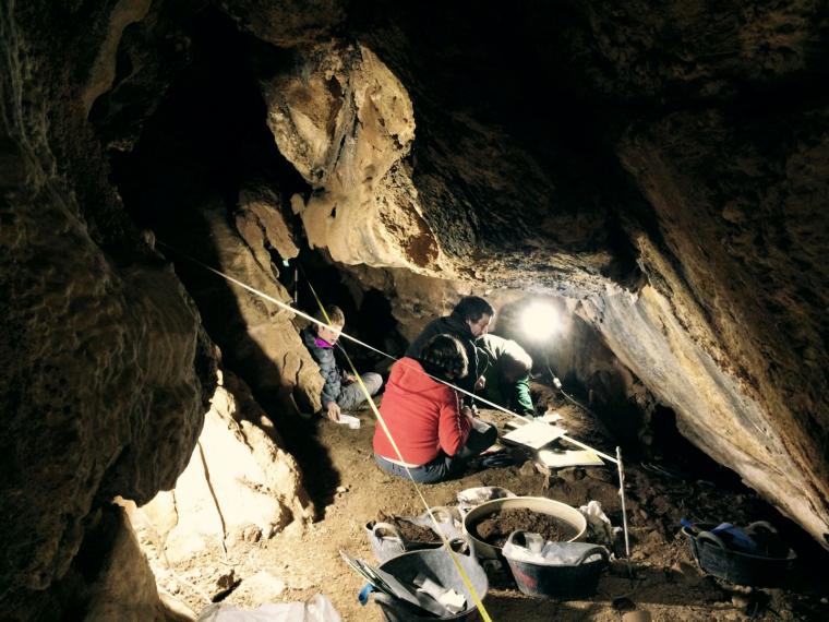 Pla general de l'interior de la Cova de l'Home Mort