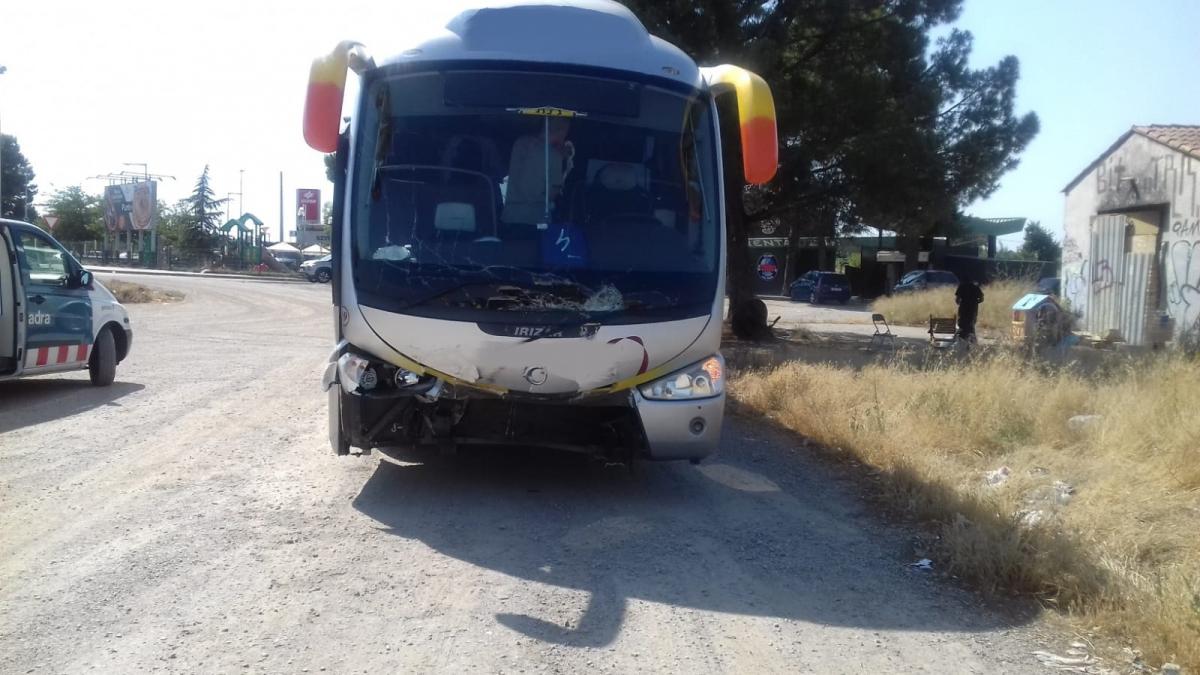 En l'autocar viatjaven 25 menors i 5 monitors.