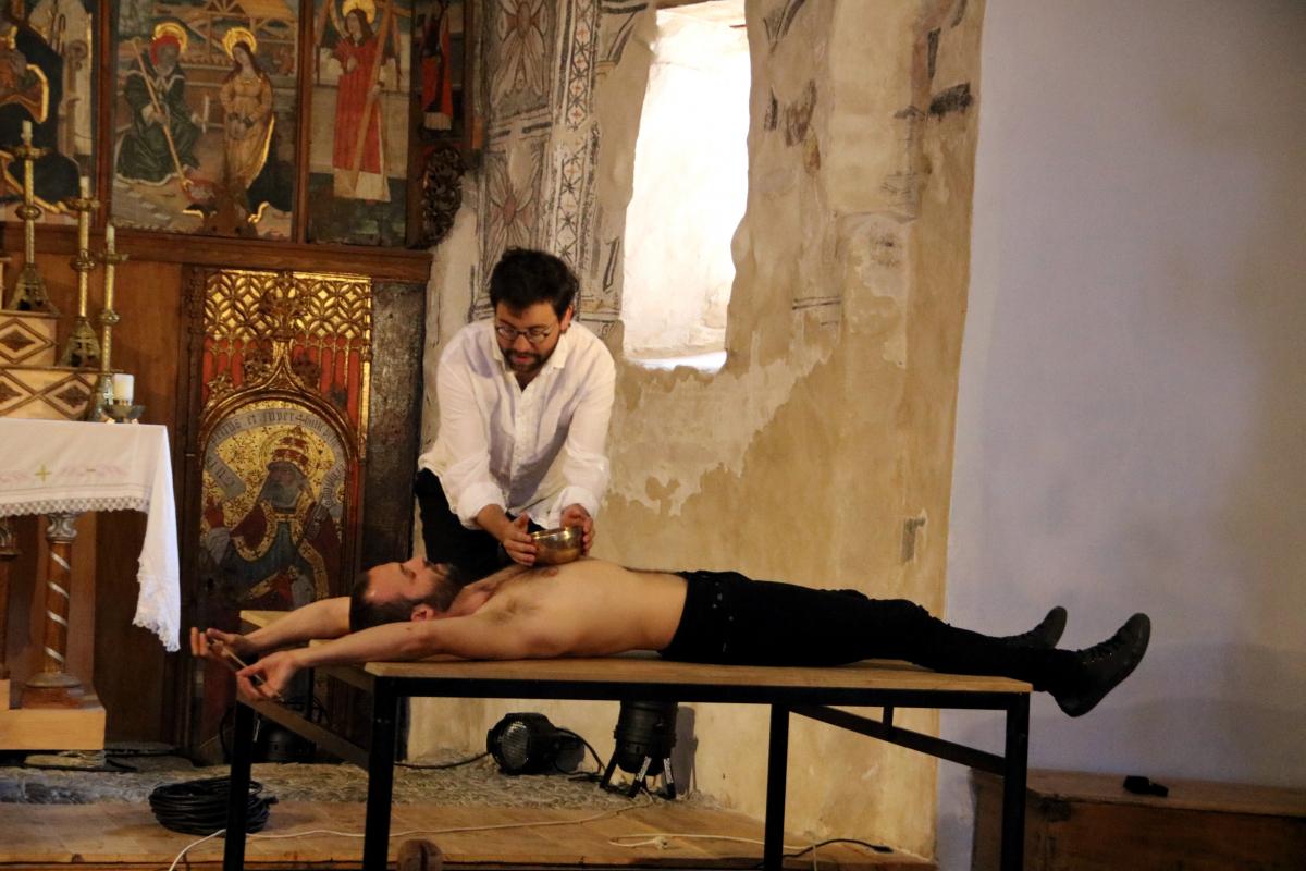 Pla general d'un assaig, a l'església dels Sants Just i Pastor de Son