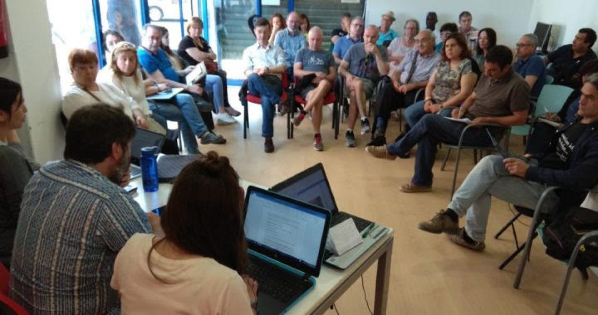 Pla obert on es pot veure una assemblea del Comú de Lleida